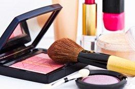 Wasserfestes Make-up umfasst viele Produkttypen