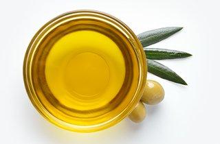 Olivenöl in einer Schale