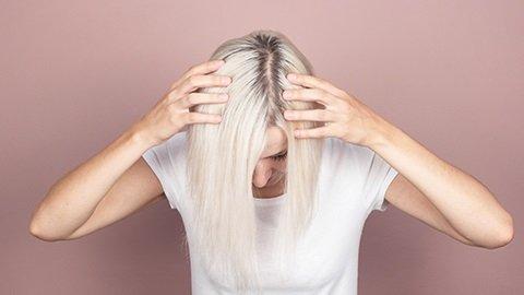 Blonde Haare mt Ansatz