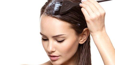 Ansatz färben bei dunkelbraunen Haaren