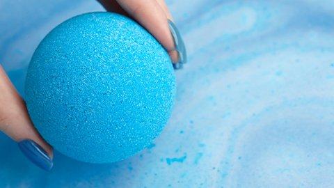 Blaue Badekugel