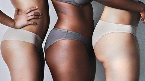 Drei Frauen mit Dehnugnsstreifen