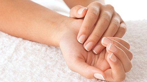 Nägel im French Nails Look