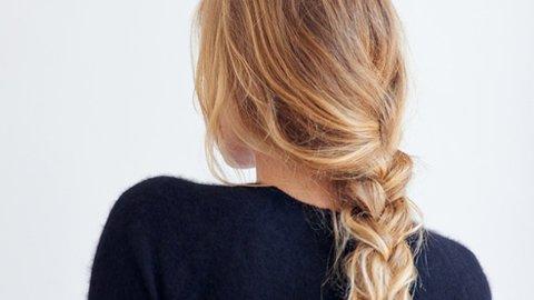 Frau mit Loose Curly Braid
