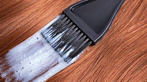 Haarfarbe auftragen