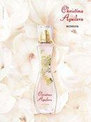 Der Christina Aguilera Woman Flakon auf Magnolien gebettet