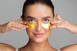 Frau mit goldenen Augenpads