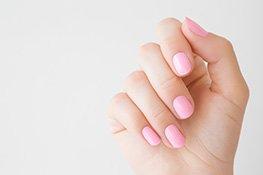 Rosa lackierte Nägel
