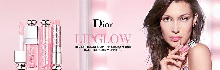 Frau mit Dior Addict Produkten