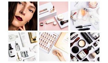 Frau und Make-up Produkte